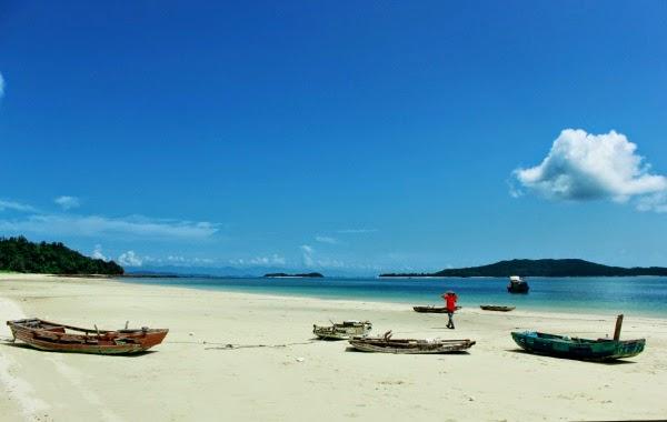 Bãi cát trắng đảo Cô Tô